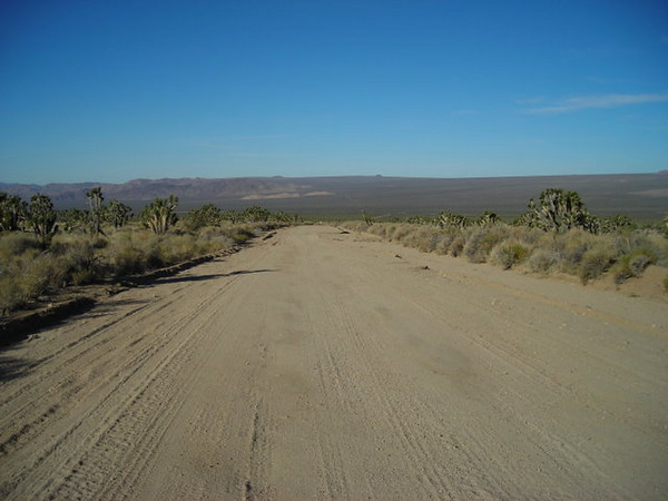 Mojave Road<br /> <br /> Typical 'nice' desert road - dirt but well-graded.