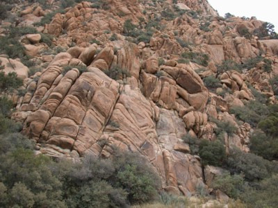Swirly rocks in Caruthers Canyon