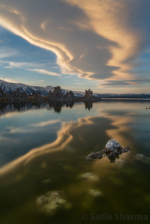 Lenticular cloud at Mono Lake