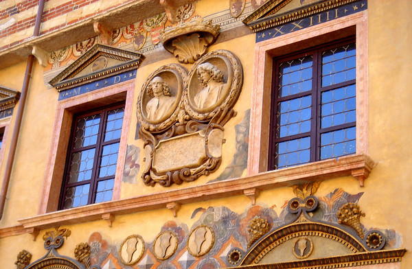 Approaching the house of the Capulet, in Verona one must pass through the market by Piazza del Erbe where the old fish market used to be.  Such detiled frescoes and carvings can be observed.