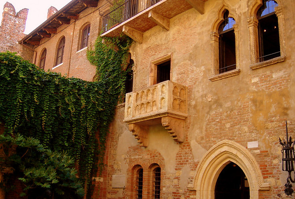 "The real Juliet's balcony!  <br /> <br /> ""Two households, both alike in dignity, In fair Verona, where we lay our scene, From ancient grudge break to new mutiny, Where civil blood makes civil hands unclean."" - Via Cappello 23, Verona, Italy edit"