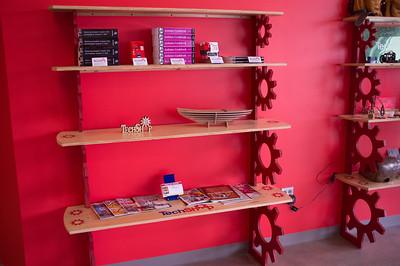Lobby - Demo Shelves