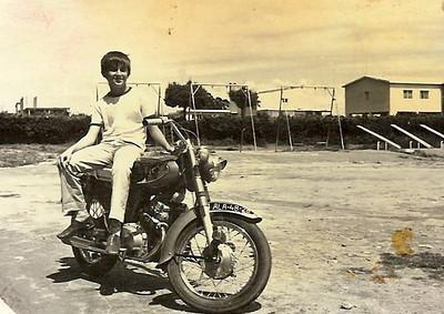 "1970 -Liceu Alexandre Herculano em Nova Lisboa Beka ""Adalberto"" numa Honda 125"