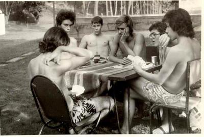 Jogando o King perto da piscina dos pequenos no Dundo: Vitó Valente, Carlos Amieiro, Domingos, Luis Fraga, Carlos Caldas, Rui Paulo