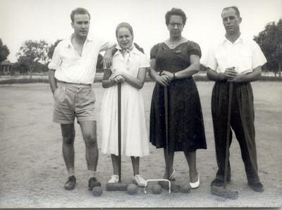 1JAN 1959,  Casal Aparicio, e casal Garrido (`a direita)