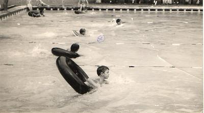 Piscina do Dundo, - prova de natação   Miguel Oliveira parece que ficou em 1º, Vanda Rosendo a 3ª
