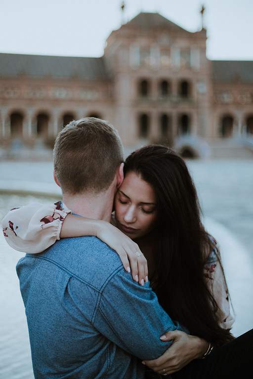 """<div style=""""text-align: center;padding: 0px 0px 0px 0px;font-size:13px; font-family:arapey; letter-spacing:2px; line-height: 23px;"""">Pre wedding pictures  <br> Sevilla, Spain </div>"""