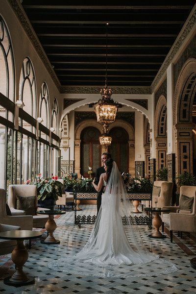"<div style=""text-align: center;padding: 0px 0px 0px 0px;font-size:13px; font-family:arapey; letter-spacing:2px; line-height: 23px;"">Destination wedding photographer <br> Sevilla, Spain </div>"