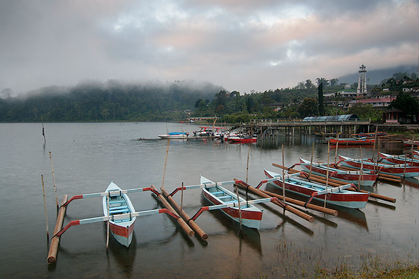 Lake Bratan 02