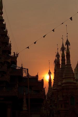 Shwedagon Pagoda 04