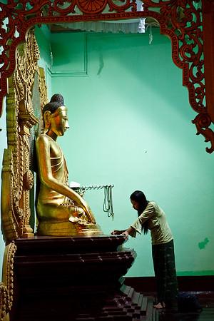 Shwedagon Pagoda 35