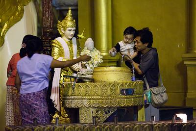Shwedagon Pagoda 24