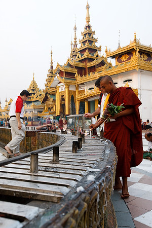 Shwedagon Pagoda 09