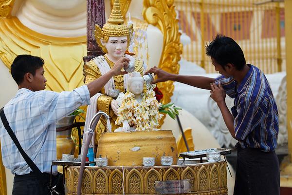 Shwedagon Pagoda 06
