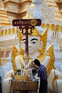 Shwedagon Pagoda 05