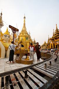 Shwedagon Pagoda 08