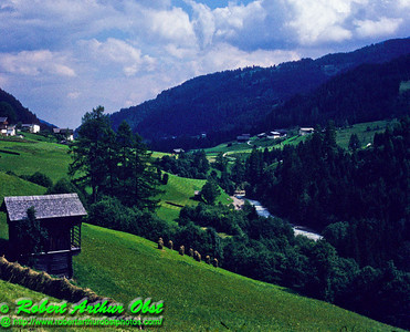 AP.QWEurope.Austria_0008.ScannedSlide_1987.09_Obertilliach.GailRiverValley.LushGreenValley-U