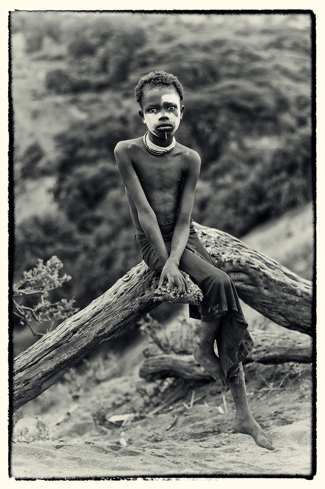 I thought i had seen the chiefs of the villages but i was mistaken, as each village is ruled over by a single poweful king.<br /> <br /> A Donaldson Smith (Explorer).<br /> Diary entries regarding the Arbore tribe. Year 1897.