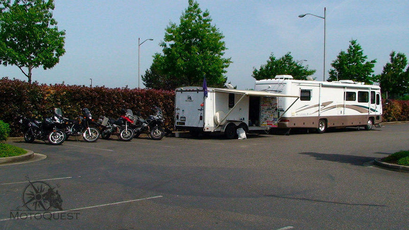 "Support vehicle and bikes awaiting riders in Potland, OR <a href=""http://bit.ly/northtoak"">http://bit.ly/northtoak</a>"