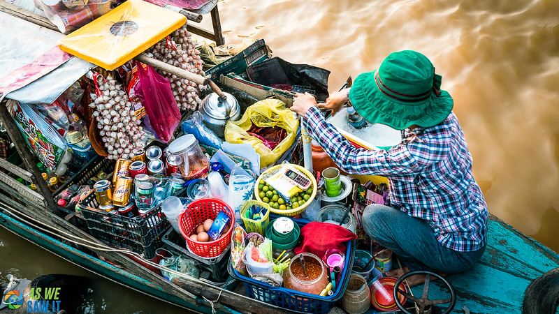 Cooking on a boat in a floating market