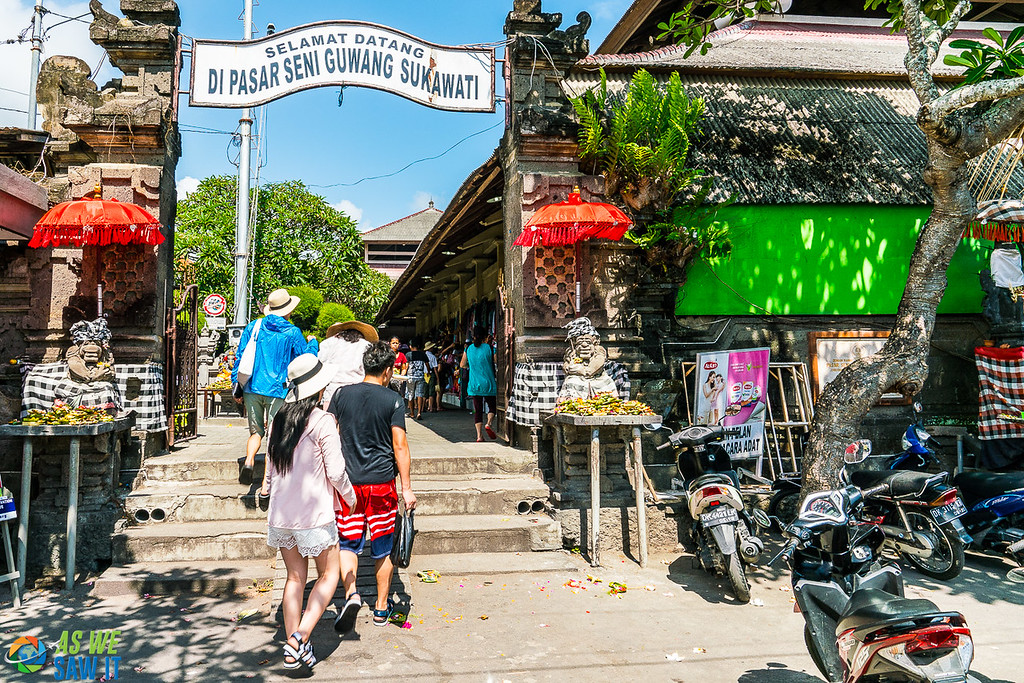 Entrance to Balinese market. Sign overhead says Welcome to Guwang Sukawati Art Market in Indonesian.