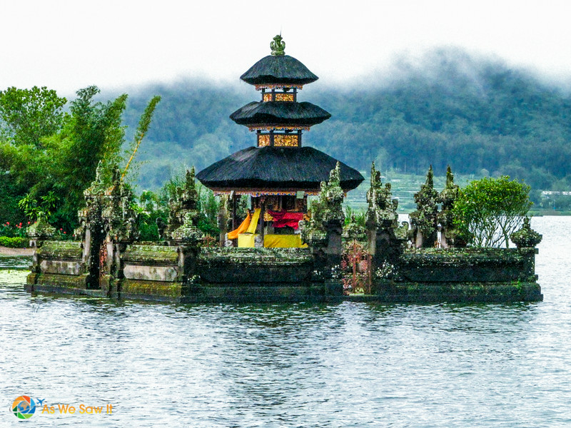 Ulun Danu Bratan, view of the temples from the water.