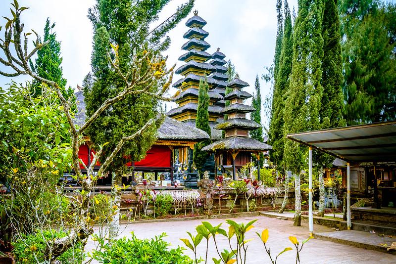 the stunning architecture of pura ulun danu batur