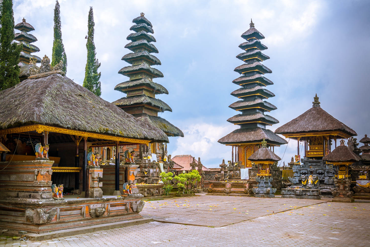Ulun Danu Batur features many of the typical architectures of Balinese temples.