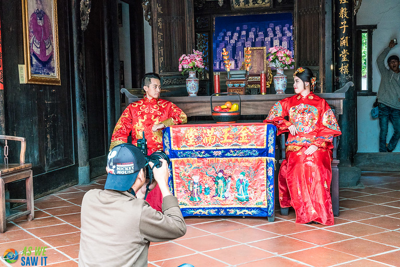 Photographer and people posing for Wedding photos at Lin An Tai House