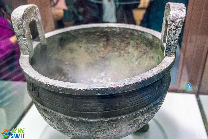 Mao Gong Ding cauldron at the National Palace Museum in Taiwan