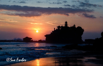 Sunset at Tanah Lot, Bali Sunset at Tanah Lot Temple, Bali, Indonesia