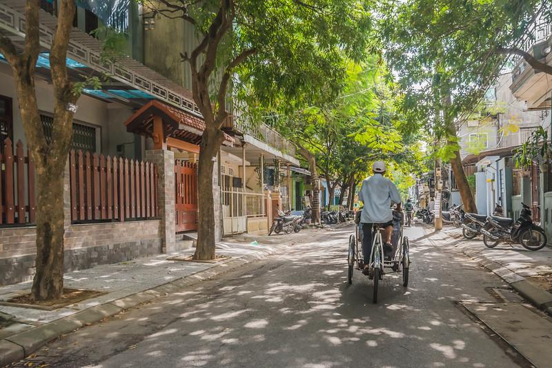 Cyclo tour through Hue
