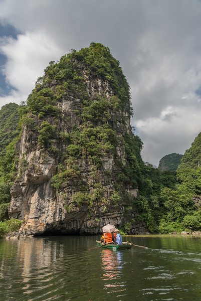 Approaching a cave in Trang An