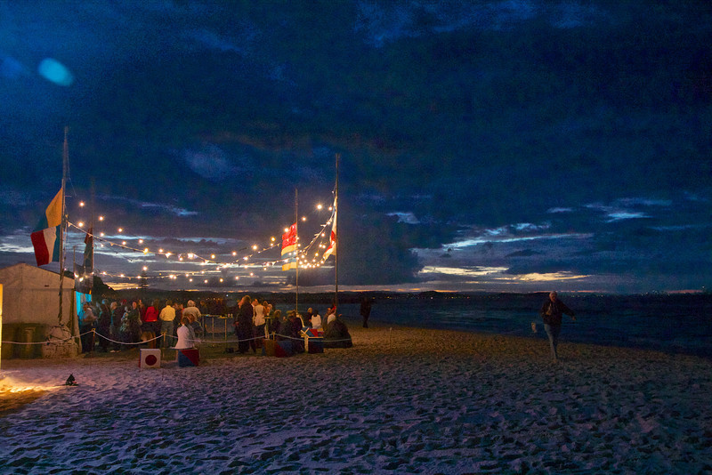 A night of opera on the beach