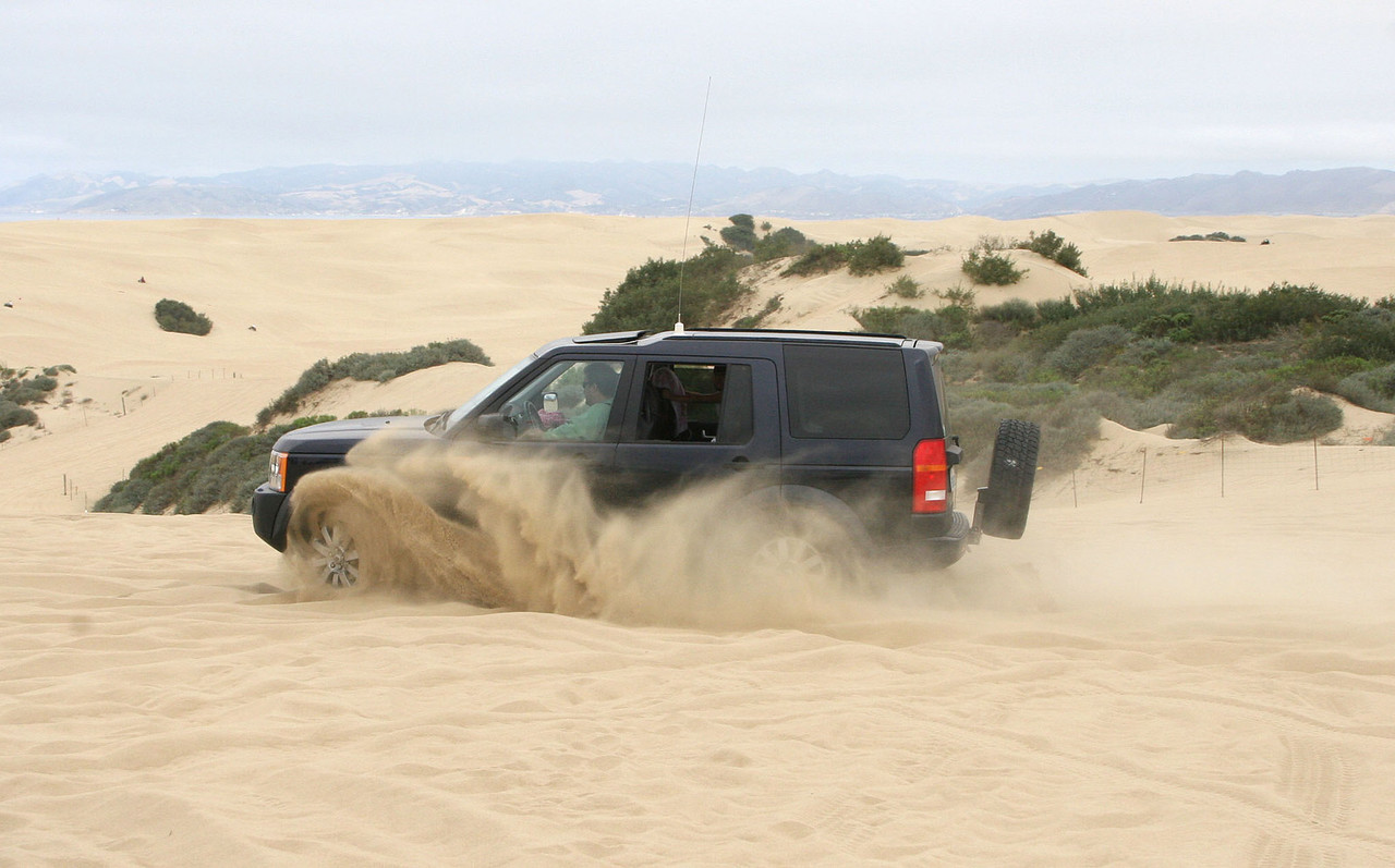 """George's LR3 doing Figure 8's in Stage 1 of """"Sand 101"""" training"""