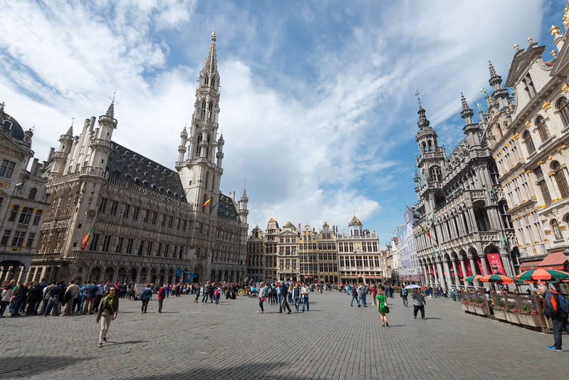 Grand Place. Huge city square completely encircled by elegant historic buildings dating back to the 14th century. Bruxelles, Belgium.