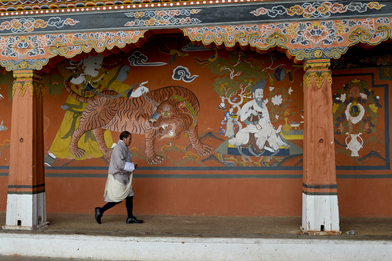 Officials inside Paro Rinpung Dzong. Rinpung Dzong is a large dzong - Buddhist monastery and fortress - of the Drukpa Lineage of the Kagyu school in Paro District in Bhutan. It houses the district Monastic Body and government administrative offices of Paro Dzongkhag.