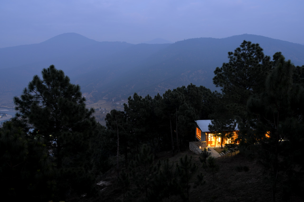 Evening view at Dhensa Boutique Resorts. Dhensa Boutique Resorts opened its first resort in Bhutan's Punakha Valley in March 2014. Dhensa Resort is a boutique property, located in the heart of Bhutan's verdant and lush Punakha Valley. Flanked by thick pine forests, it overlooks the Punakha River and is surrounded by several walking and trekking trails.