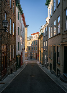 Narrow street with historical buildings in the old town of Quebec