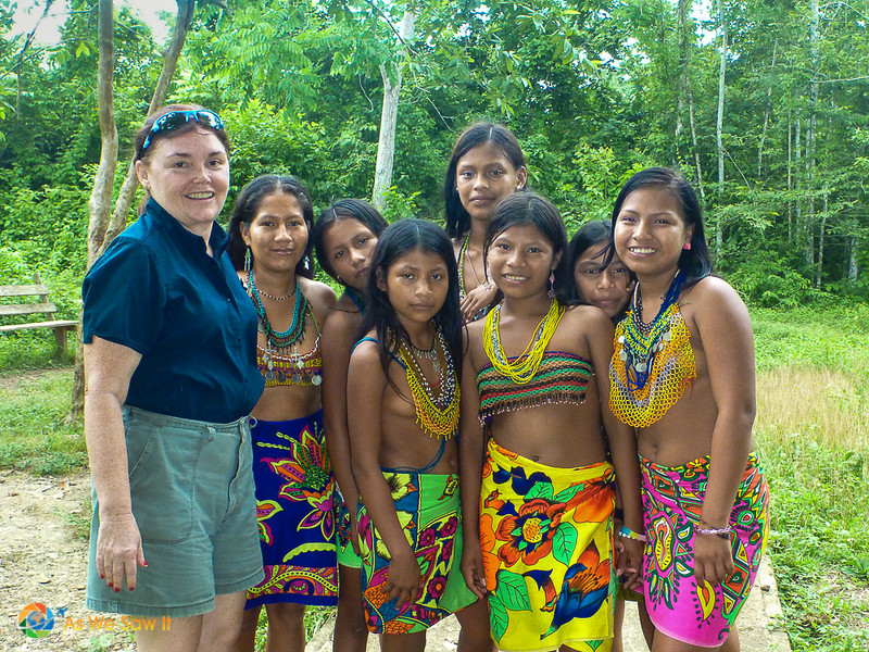 Linda with Embera girls in traditional dress.