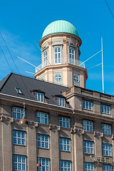Nordea Hæveautomat, Vesterbrogade, København, Denmark. This is also the location of the Copenhagen Visitor Service<br /> (Københavns Turistinformation).