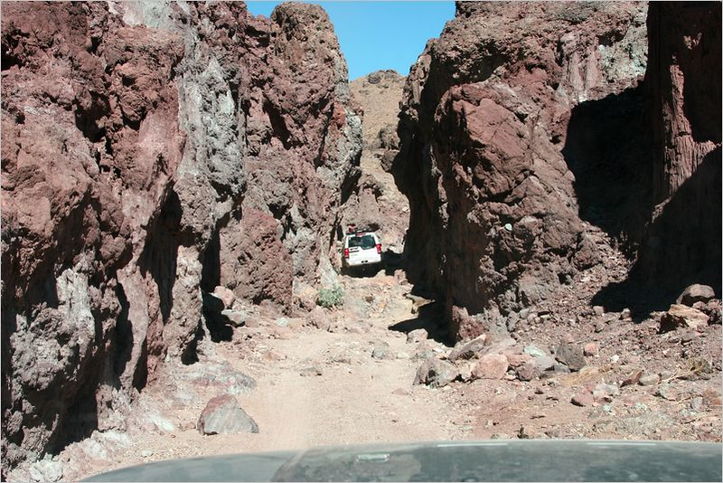 Nathan's LR3 plunges into the Canyon