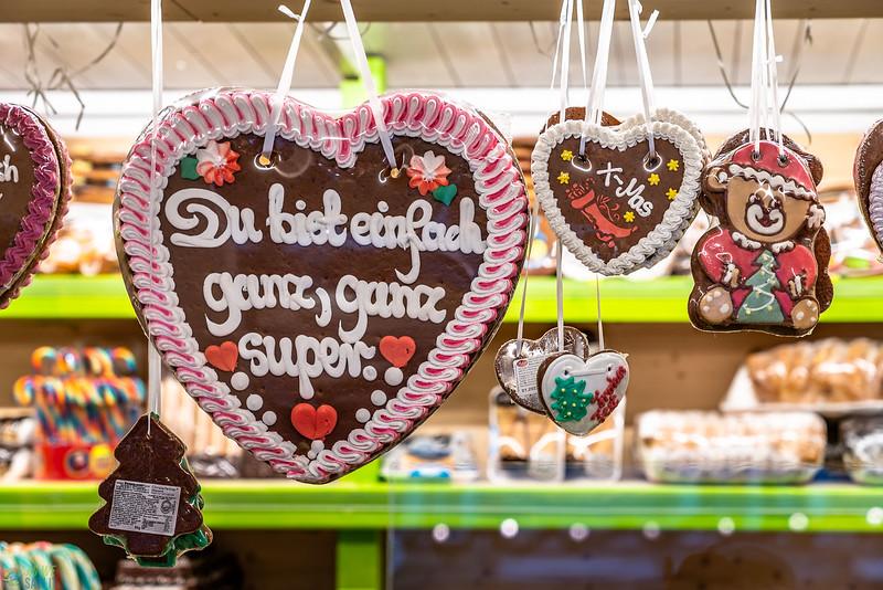 Giant gingerbread cookies in Salzburg
