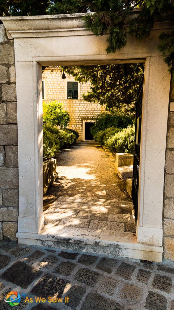 Cavtat entryway