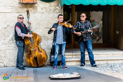 Buskers on Corso Centocentelle, Civitavecchia