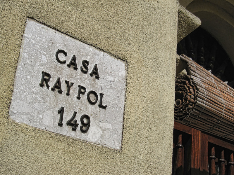 A house with two names combined into one.  Maybe Raymond and Polly live there?