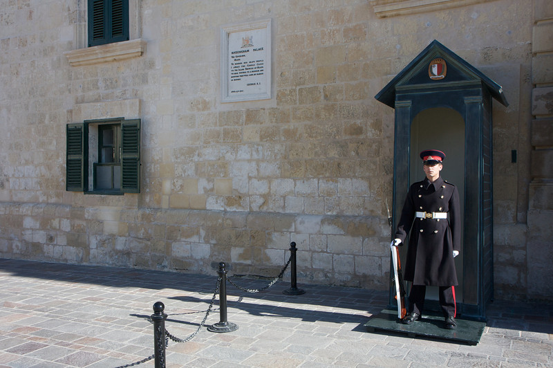 Palace and changing of the guards in Valletta