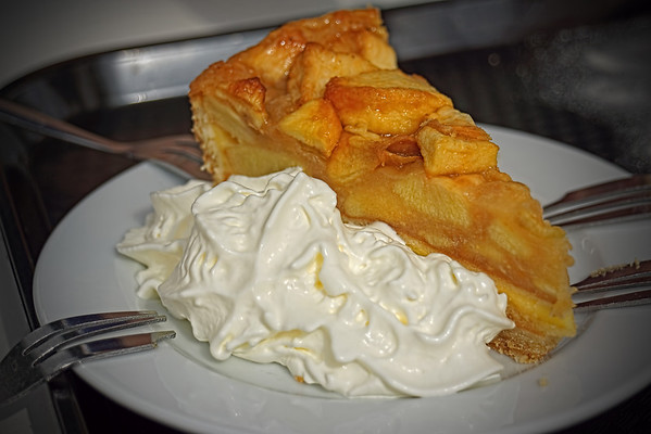 Keukenhof has several cafes and snack bars, so if you tire of walking, you can always sit and watch other flower fanatics... or much on a scrumptious apple and whipped cream pastry.  Yummi!  (Jim)