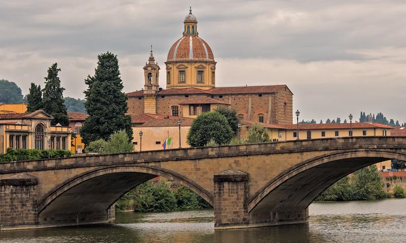 Arched bridge over Arno River