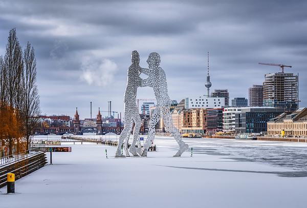 Molecule men on frozen Spree river